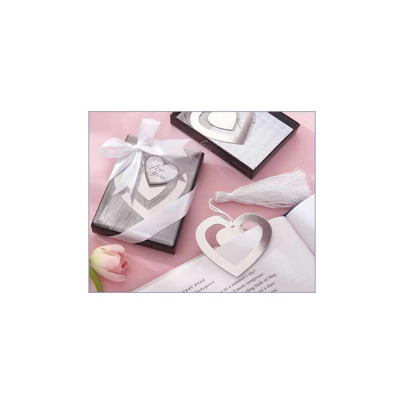 Elegante punto de libro corazon en cajita con lazo